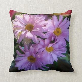 紫色のShastaデイジーの花の装飾用クッション クッション