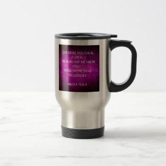 紫色のTeslaの引用文 トラベルマグ