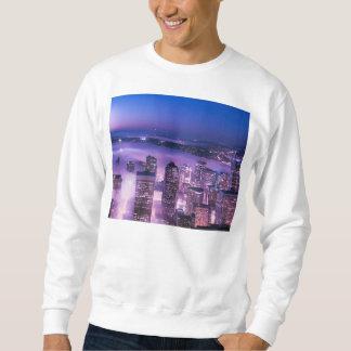 紫色はシアトルのパノラマを影で覆います スウェットシャツ