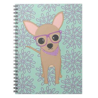 紫色ガラスを持つかわいいチワワ ノートブック