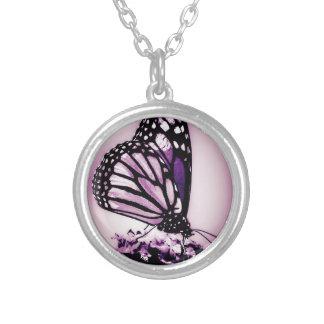 紫色マダラチョウ シルバープレートネックレス
