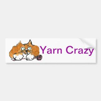 紫色ヤーンおよびFiestyのオレンジ猫 バンパーステッカー