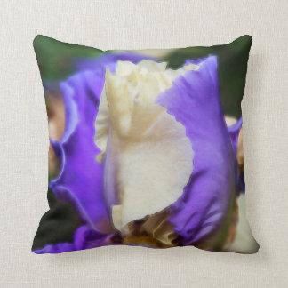 紫色及び白いアイリス クッション