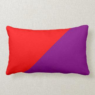 紫色及び赤い無地の背景 ランバークッション