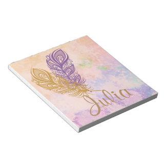 紫色及び金ゴールドの羽のモモの水彩画のファンタジー ノートパッド