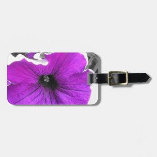 紫色及び黒によって染められるペチュニア ラゲッジタグ