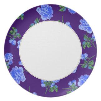 紫色濃紺のバラ-及び白い花のプレート プレート