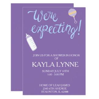 紫色私達はベビーシャワーの招待を期待しています カード