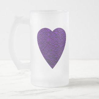 紫色色のハート。 パターン(の模様が)あるなハートの設計 フロストグラスビールジョッキ