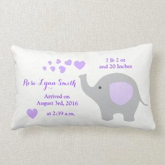 紫色象のベビーの誕生Statsの発表の女の子 ランバークッション