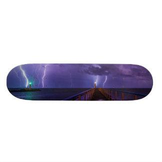 紫色雨との雷雨の灯台 スケートボードデッキ