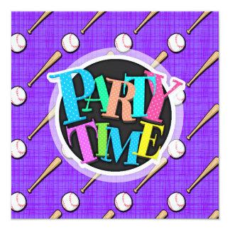 紫色|白い|ソフトボール|パターン 13.3 スクエアインビテーションカード