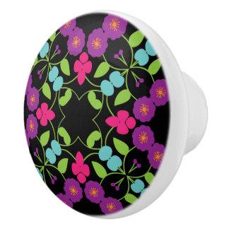 紫色、緑、ピンクの手描きの花パターン セラミックノブ