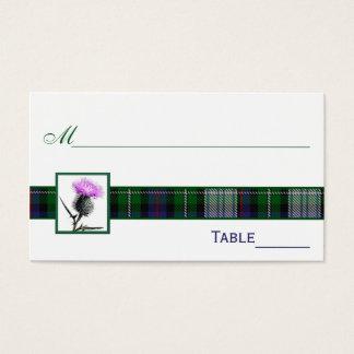 紫色、緑、白いタータンチェックのアザミの座席表 名刺