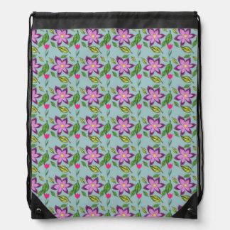 紫色、薄紫および明るい赤紫色のバッグの春の花 ナップサック