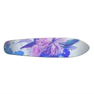 紫色、青及びティール(緑がかった色)の花柄はLongboardを印刷しました スケートボード