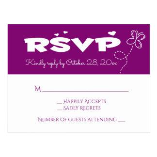 紫色RSVPの蝶及びハートの結婚披露宴 ポストカード