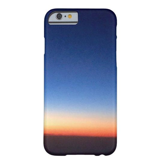 紺色の空に夕日が。 BARELY THERE iPhone 6 ケース