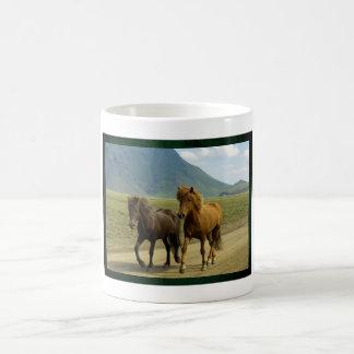 組のブラウンのアイスランドの子馬Lanscape コーヒーマグカップ