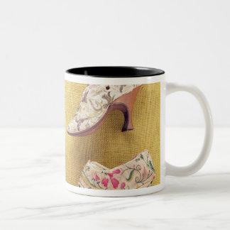 組の刺繍された靴、c.1714 ツートーンマグカップ