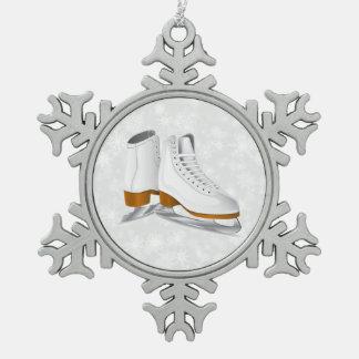組の白はオーナメントピューターの雪片のアイススケートします スノーフレークピューターオーナメント