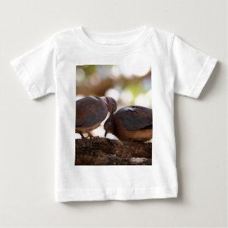 組の笑う鳩(Spilopeliaのsenegalensis) ベビーTシャツ