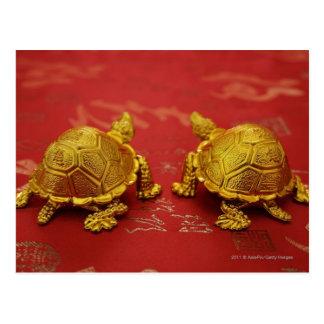 組の金ゴールドのカメの置物の静物画 ポストカード
