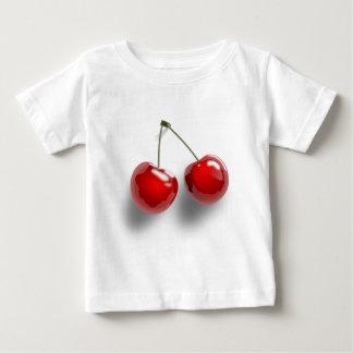 組の2赤は茎のさくらんぼをよじ登ります ベビーTシャツ