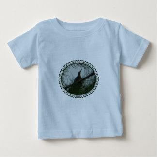 組み立てられるアメリカサンカノゴイの鳥 ベビーTシャツ