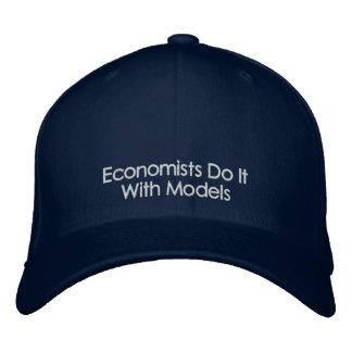 経済学者はモデル暗い色の文字の帽子とのそれをします 刺繍入りキャップ