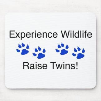 経験の野性生物の昇給の双生児 マウスパッド