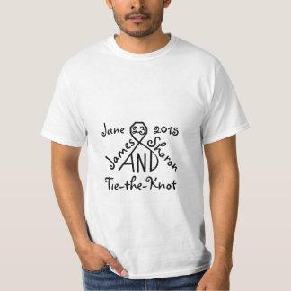 結び目の名前入りな結婚式の名前の日付のワイシャツを結んで下さい Tシャツ