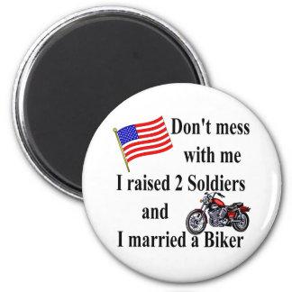 結婚したな2人の兵士を育てられるバイクもしくは自転車に乗る人 マグネット
