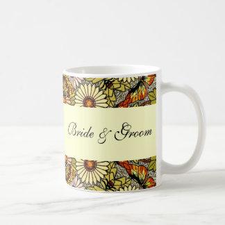 結婚するヴィンテージによって庭は花の蝶が開花します コーヒーマグカップ