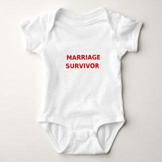 結婚の生存者- 2 -赤 ベビーボディスーツ