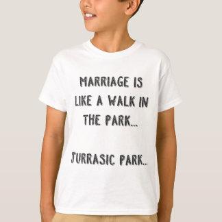 結婚は公園の歩行のようです。 Jurrasic公園 Tシャツ
