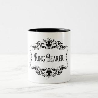 結婚式で指輪を運んで来る人 ツートーンマグカップ