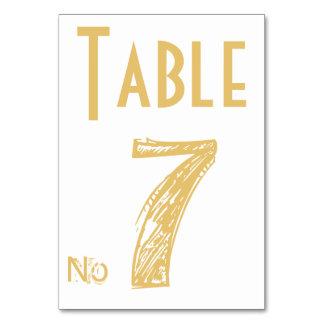 結婚式のテーブル数は名前入りなテーブルカードを梳きます