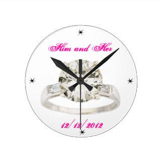 結婚式の婚約は名前の日付のモダンAcryllicを加えます ラウンド壁時計