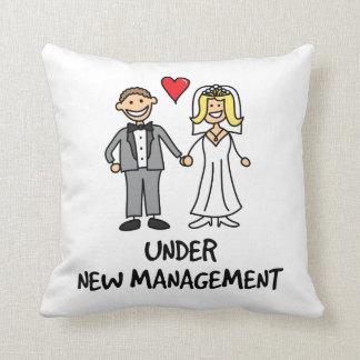 結婚式の漫画-新しい管理の下の… クッション