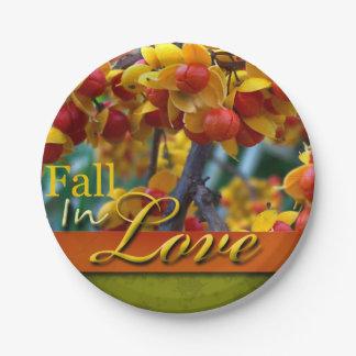 結婚式の秋の花の写真のデザインは恋に落ちます ペーパープレート