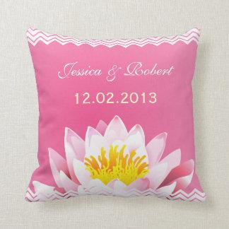 結婚式の記念品の上品でシックな花の枕 クッション