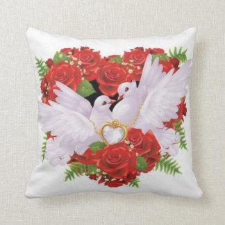 結婚式の鳩の枕 クッション