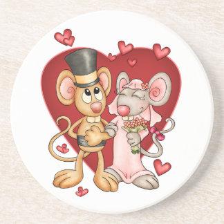 結婚式または結婚記念日のコースターのネズミ コースター