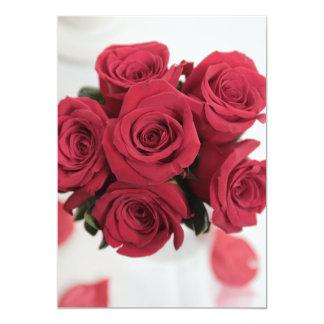 結婚式招待状の美しい赤いバラの花束 カード