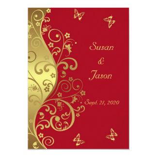 結婚式招待状--金ゴールドの渦巻及び赤い5x7 カード