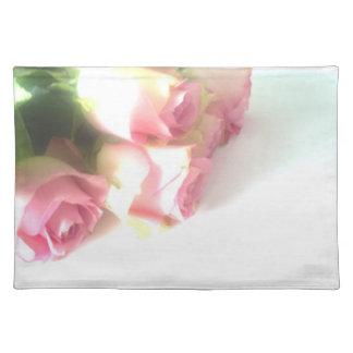 結婚披露宴のためのピンクのバラの花の布のランチョンマット ランチョンマット