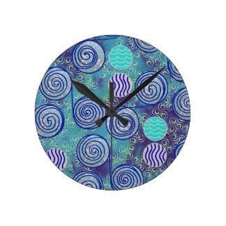 絞り染めの青いアフリカのワックスパターン ラウンド壁時計