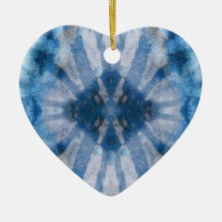 絞り染め青く白い放射状光線の点パターン セラミックオーナメント
