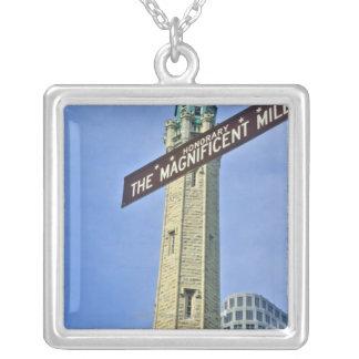 「給水塔が付いている壮麗なマイルの印、 シルバープレートネックレス